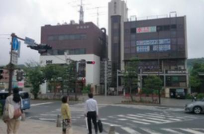「鎌倉駅入口」の信号を目印